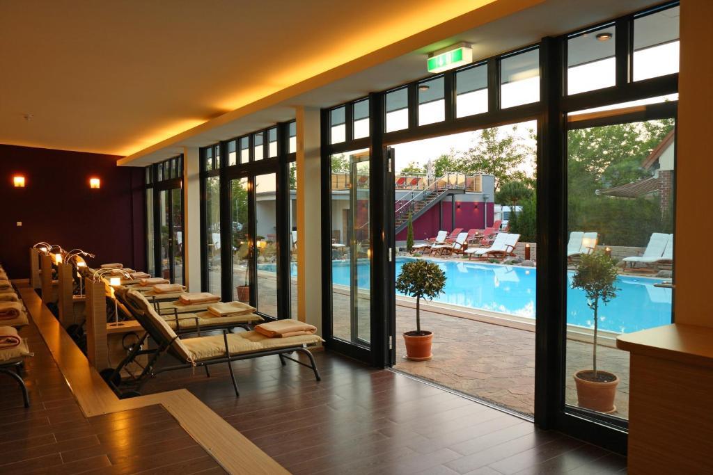 ringhotel hotel zum stein oranienbaum informationen. Black Bedroom Furniture Sets. Home Design Ideas