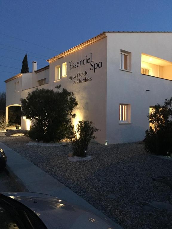 Appart 39 h tel et chambres essentiel spa arles online for Arles appart hotel