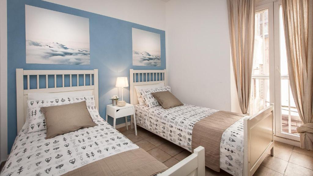 Apartment arenula balcony rome italy for Balcony booking