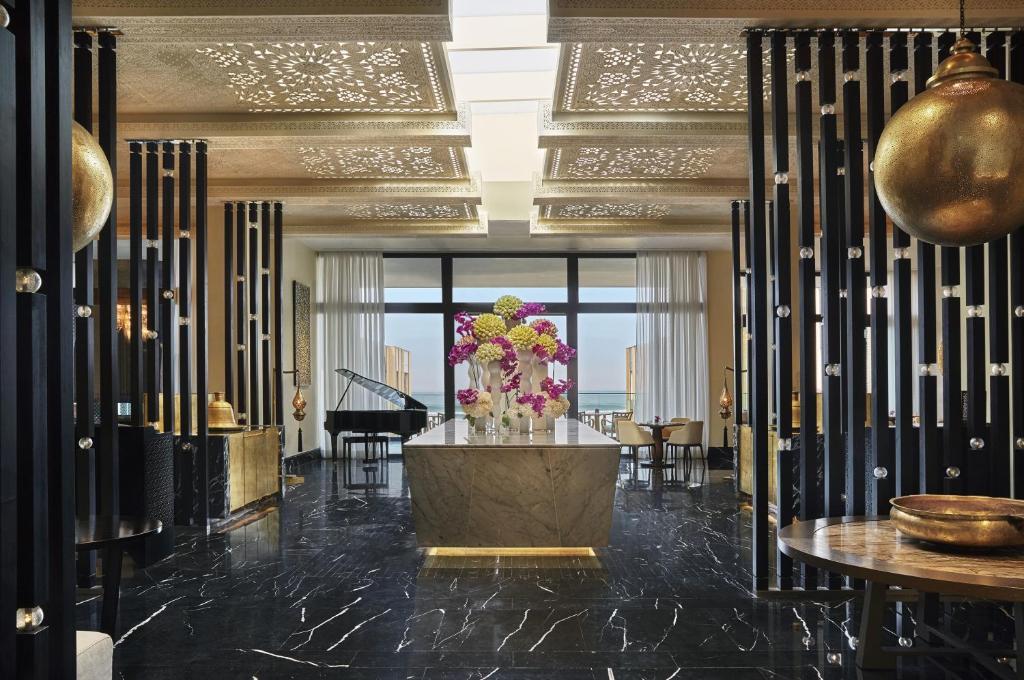 منطقة الاستقبال أو اللوبي في فندق فور سيزونز الدار البيضاء