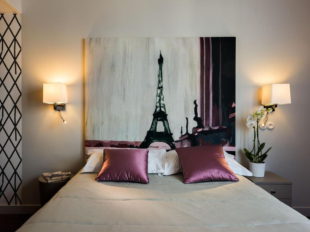 H tel harvey neuilly sur seine book your hotel with for Seven hotel paris booking
