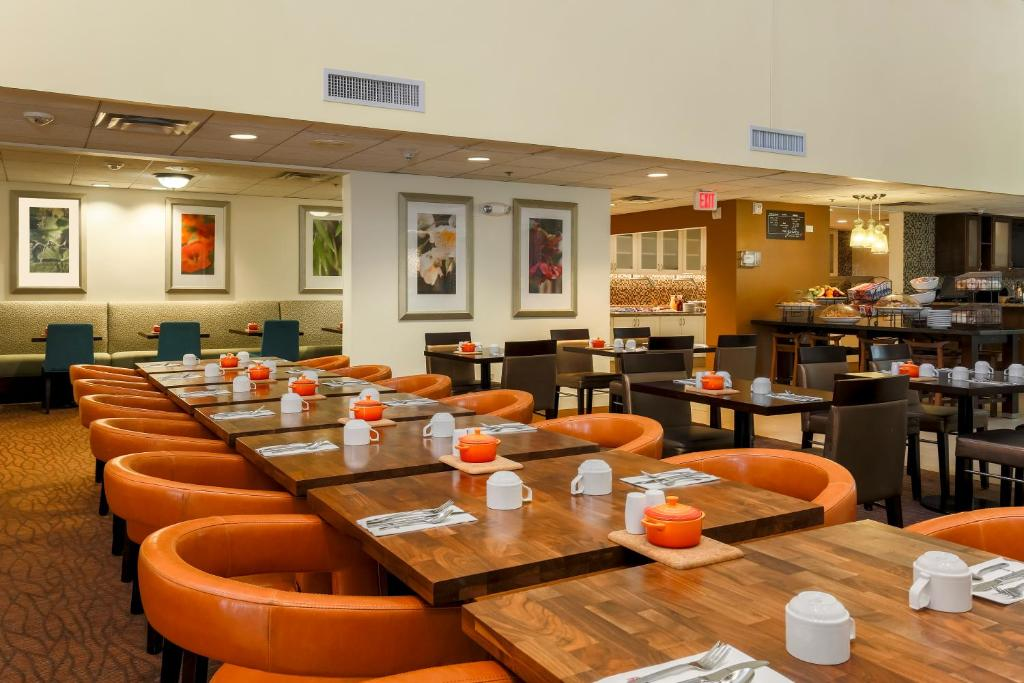Hilton Garden Inn Fort Worth Fossil Creek Fort Worth Book Your Hotel With Viamichelin