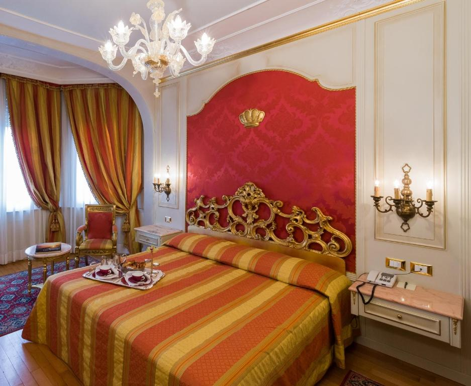 Hotel regina palace stresa book your hotel with for Hotel regina