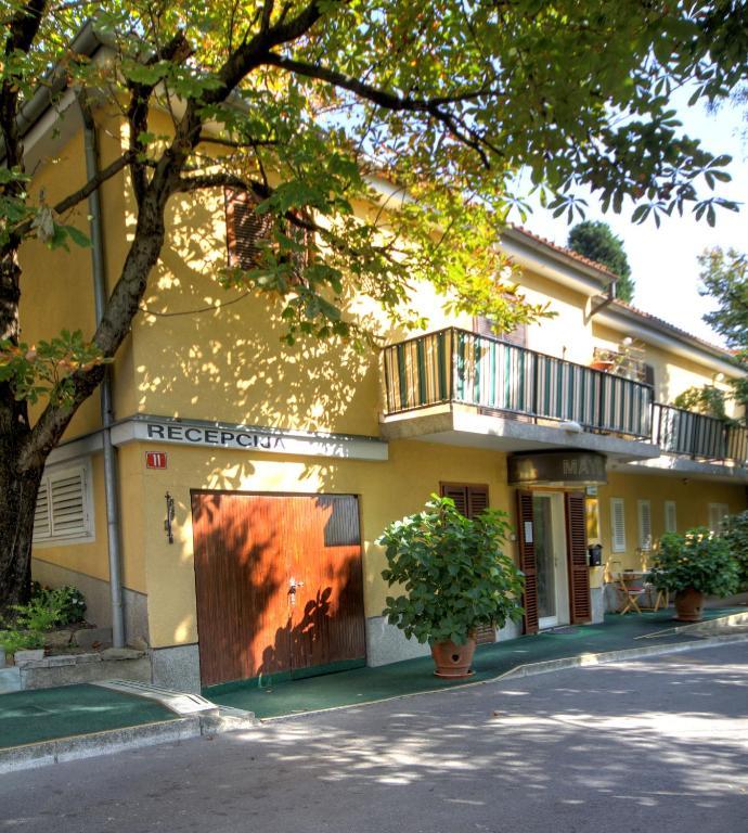 Forgotten garden apartments and rooms pirano for Katzennetz balkon mit alfamar algarve gardens apartments