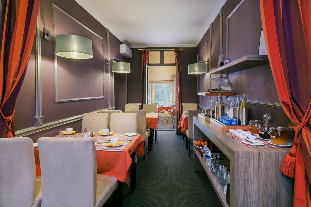 Le petit jardin restaurant montpellier restaurant le petit jardin montpellier france pinterest - Restaurant petit jardin montpellier ...