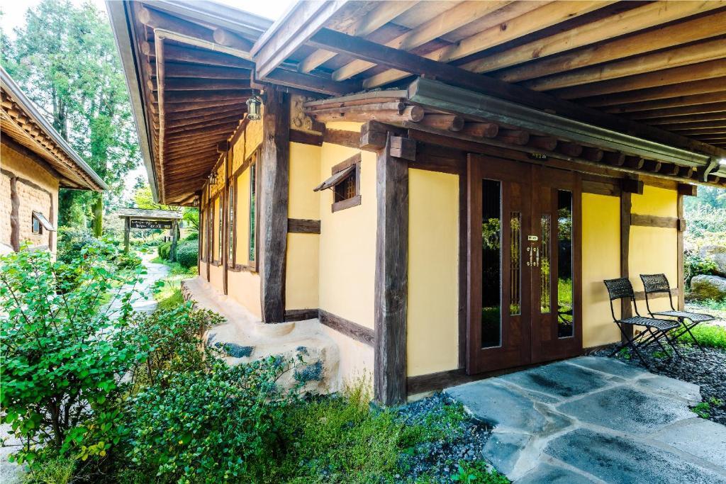 Kasan tobang jeju reserva tu hotel con viamichelin for El jardin prohibido restaurante