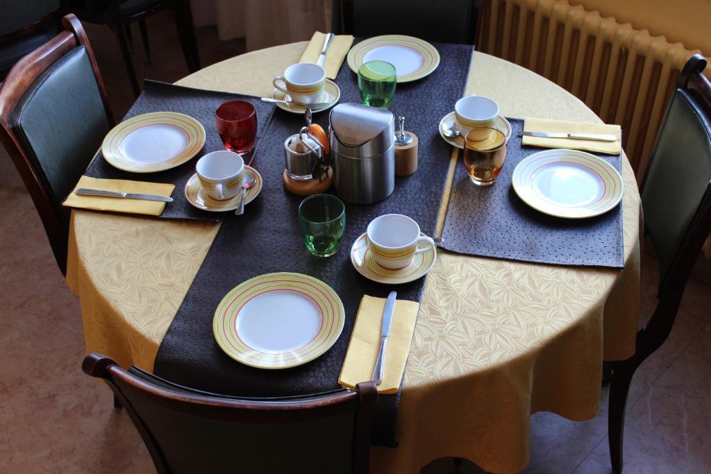 hotel bristol ch lons en champagne reserva tu hotel con viamichelin. Black Bedroom Furniture Sets. Home Design Ideas