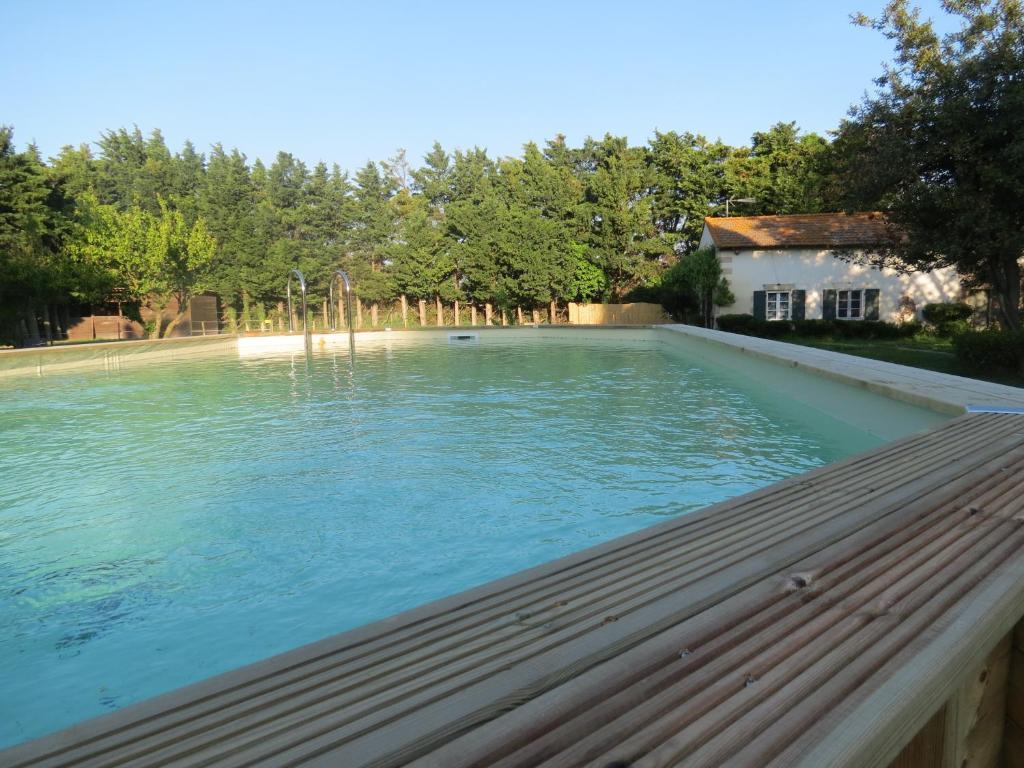 Chambres d 39 h tes b b mas les lecques chambres d 39 h tes for Beaucaire piscine