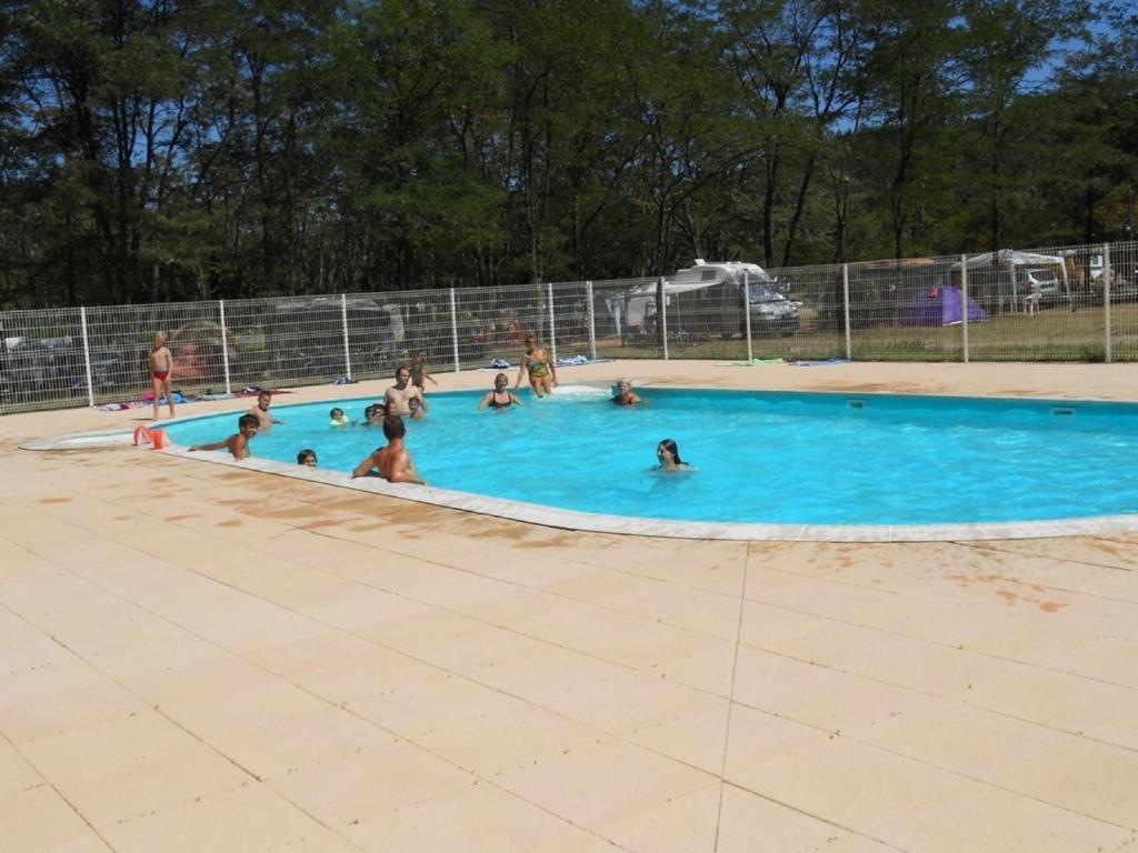 Camping chasselouve r servation gratuite sur viamichelin for Camping montelimar piscine