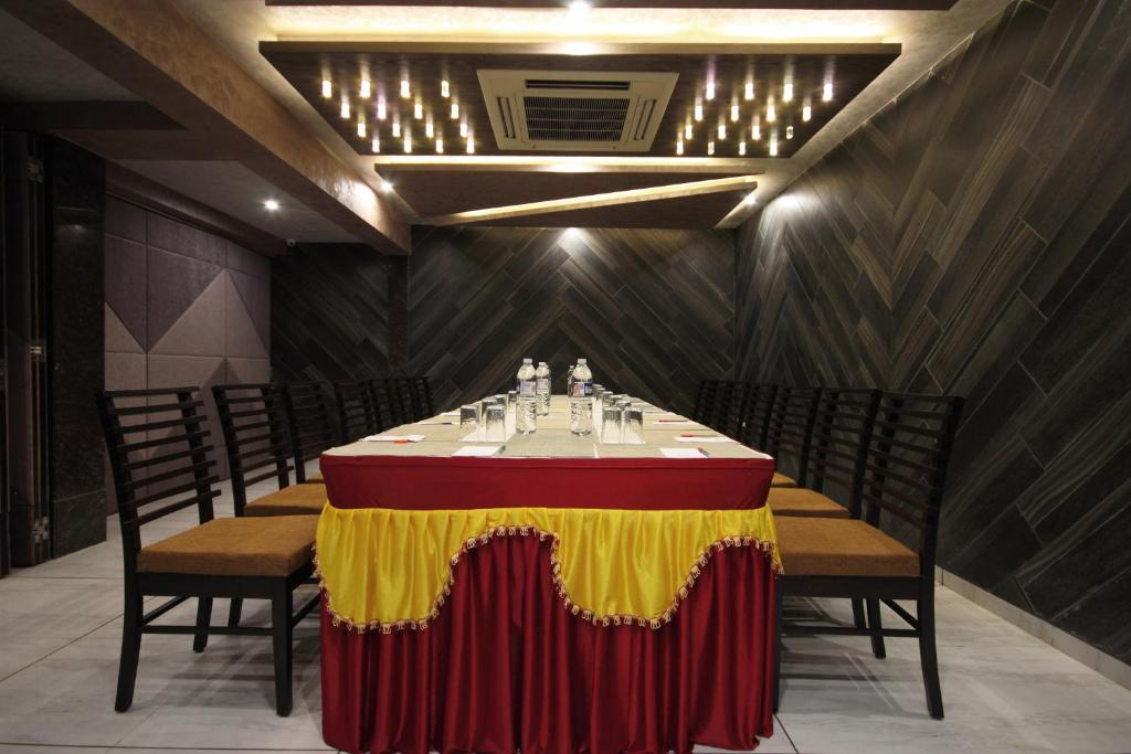 Hotels Near Riverfront Ahmedabad