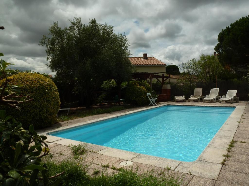 Villa grazailles locations de vacances carcassonne for Piscine grazailles