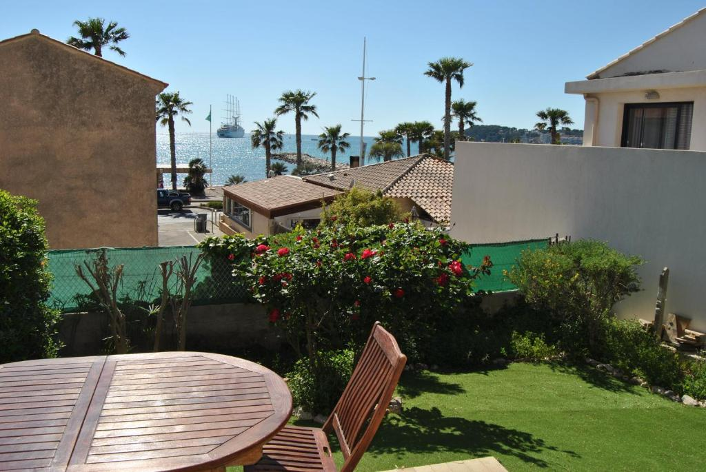 Appart 39 h tel le dauphin six fours les plages for Appart hotel 78
