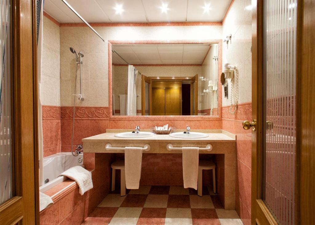 Hotel torrepalma r servation gratuite sur viamichelin for Chambre arabo suisse