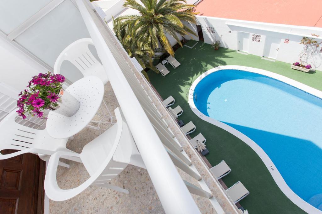 Apartamentos sof a playa ibiza santa eulalia del r o informationen und buchungen online - Apartamentos sofia playa ibiza ...
