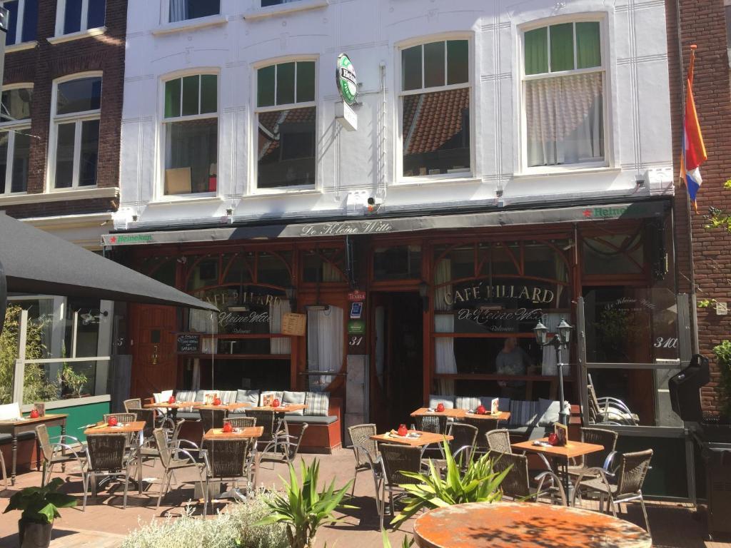 Um restaurante ou outro lugar para comer em Mallemolen