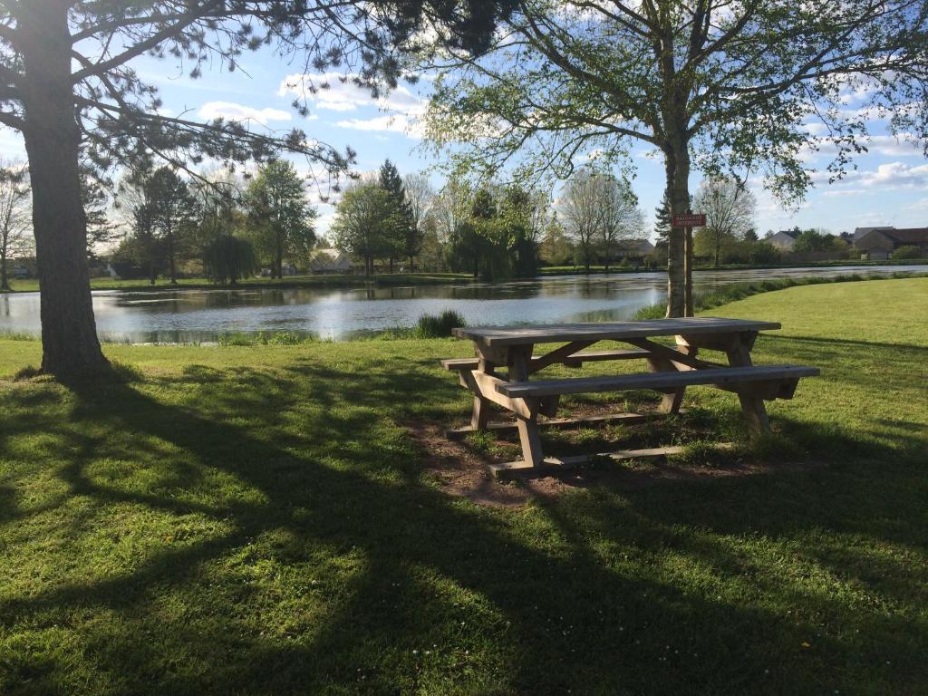 Camping le cardinal camping richelieu dans l 39 indre et for Camping indre et loire avec piscine