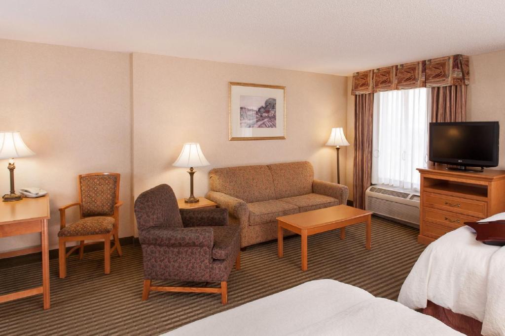 Hampton inn suites addison schaumburg informationen for Addison salon suites