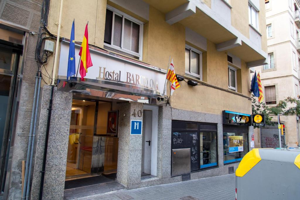 Hostal barcelona barcelona book your hotel with for Hostal familiar barcelona