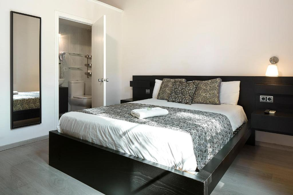 chambres d 39 h tes brustar gotic chambres d 39 h tes barcelone. Black Bedroom Furniture Sets. Home Design Ideas