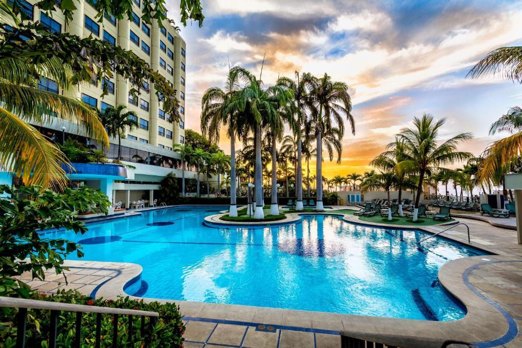 Hotel ol caribe la guaira prenotazione on line for Follando en la piscina del hotel