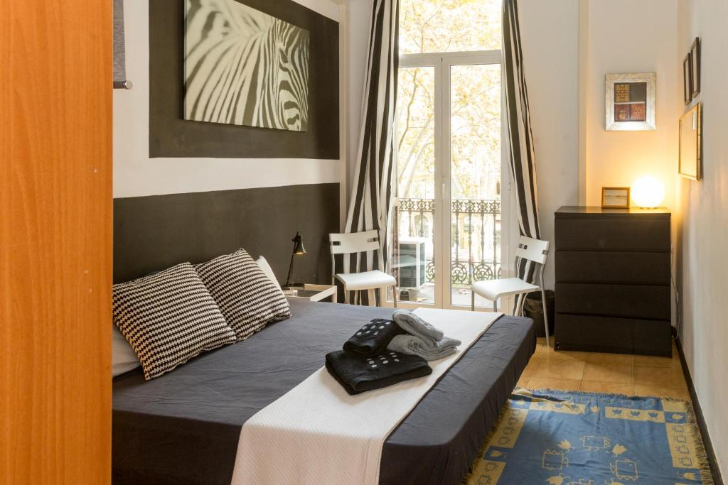chambres d 39 h tes pigalle chambres d 39 h tes barcelone. Black Bedroom Furniture Sets. Home Design Ideas