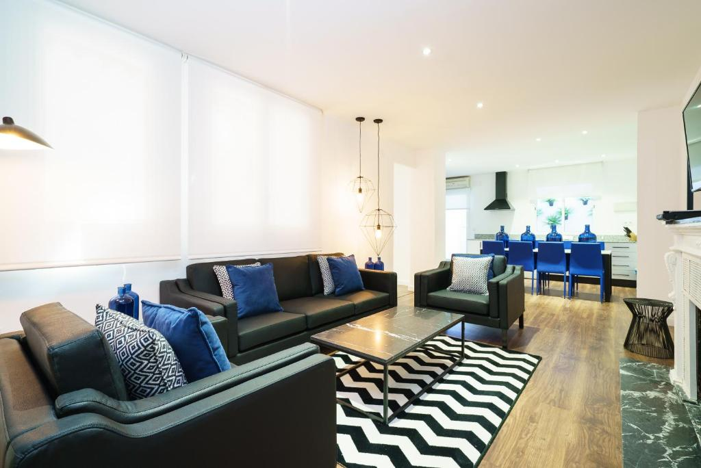 Valencia luxury group apartments valencia book your for Luxury hotel group