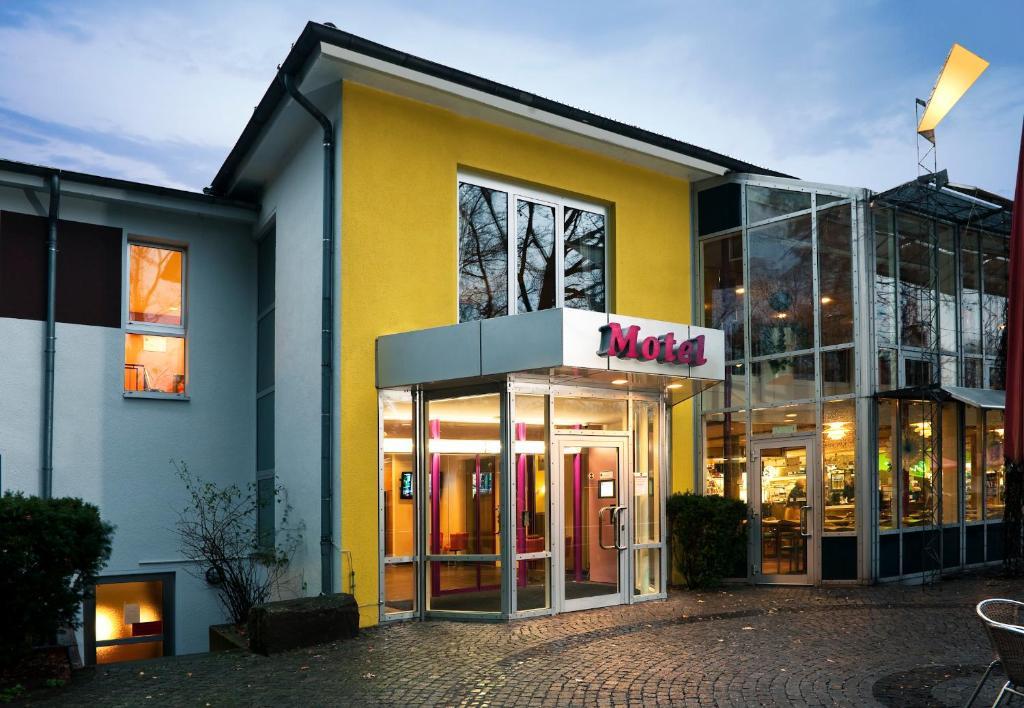 B b hotel hannover garbsen garbsen book your hotel for Souvenir shop hannover