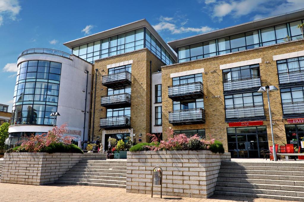 West Riverside Apartment, London, UK - Booking.com
