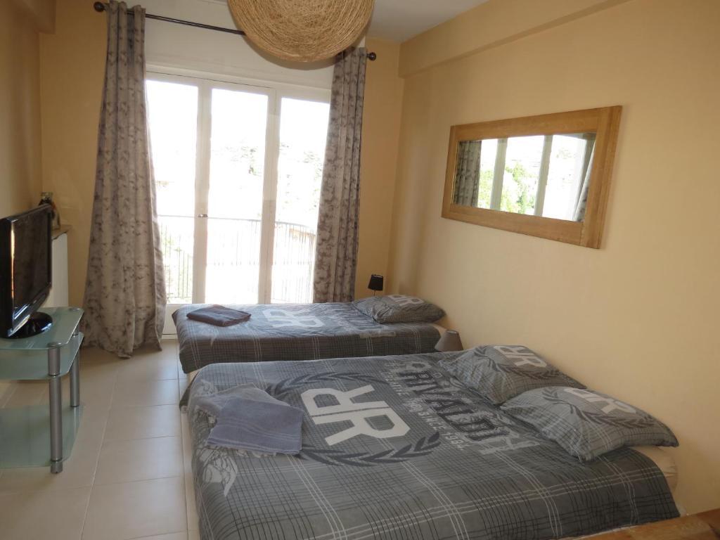chambres d 39 h tes le petit aramis guesthouse chambres d 39 h tes nice dans les alpes maritimes 06. Black Bedroom Furniture Sets. Home Design Ideas