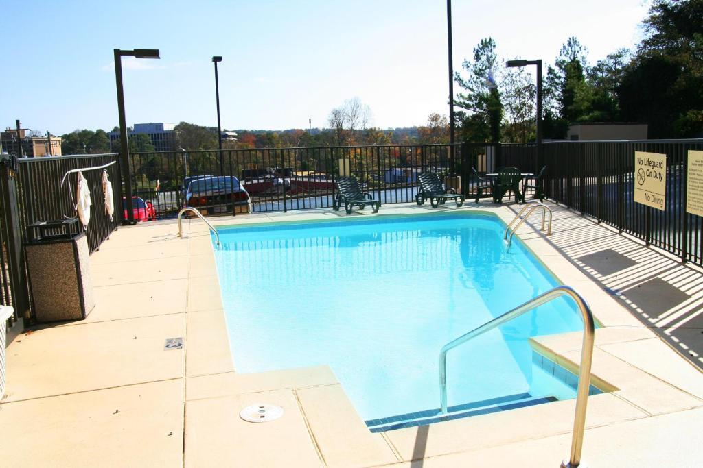 Hampton Inn Atlanta North Druid Hills Atlanta Book Your Hotel With Viamichelin