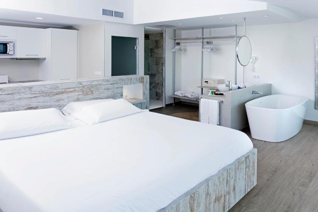 Hsm Sandalo Beach Hotel