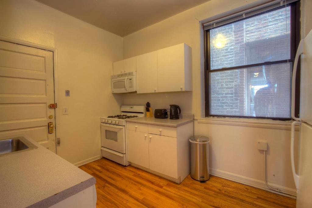 three bedroom apartment w belmont ave chicago us
