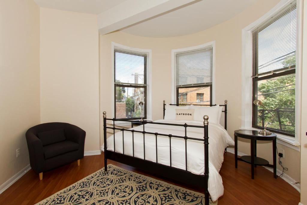 three bedroom apartment n lincoln ave three bedroom apartment n