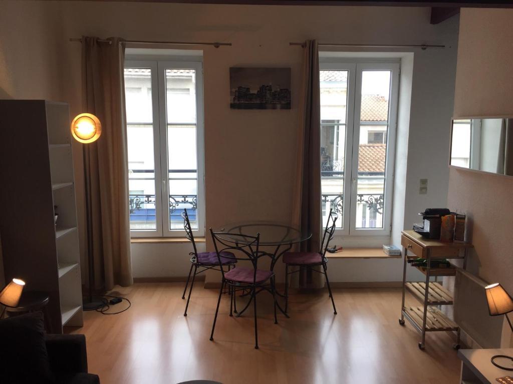 Appartement duplexe bordeaux centre locations de vacances for Appartement bordeaux vacances