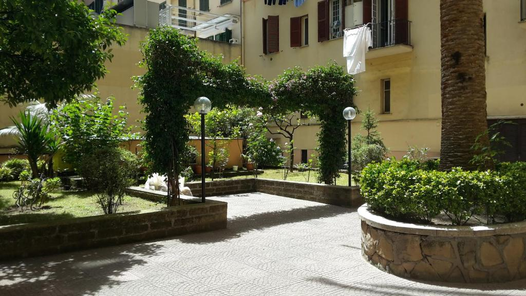 Apartment maison de chantal holiday houses rome for Maisons chantal b