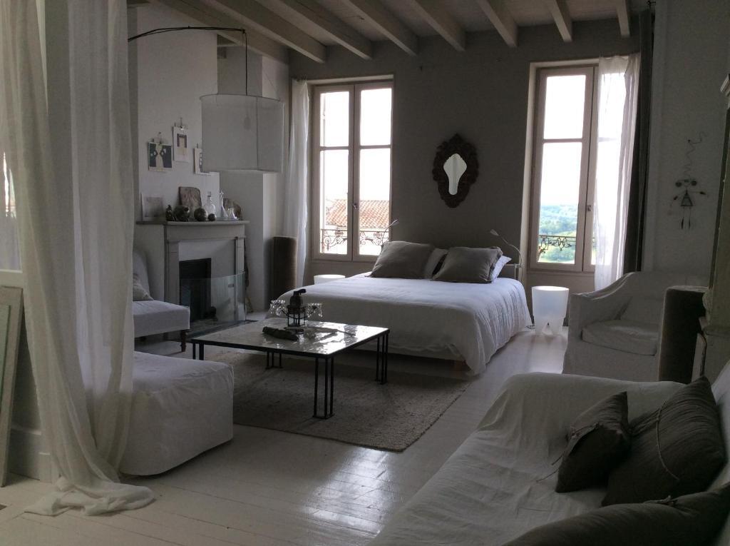 Chambres d 39 h tes la maison sur la place chambres d 39 h tes penne d 39 - La maison sur la place ...