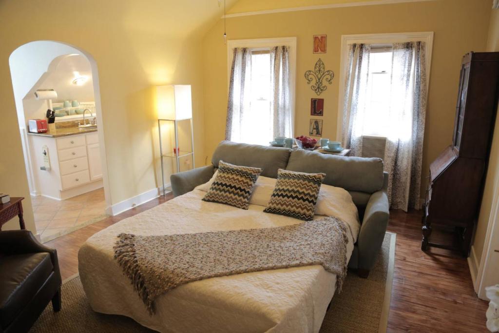 2 Bedroom Apartment On Ursulines Avenue N Orleans New