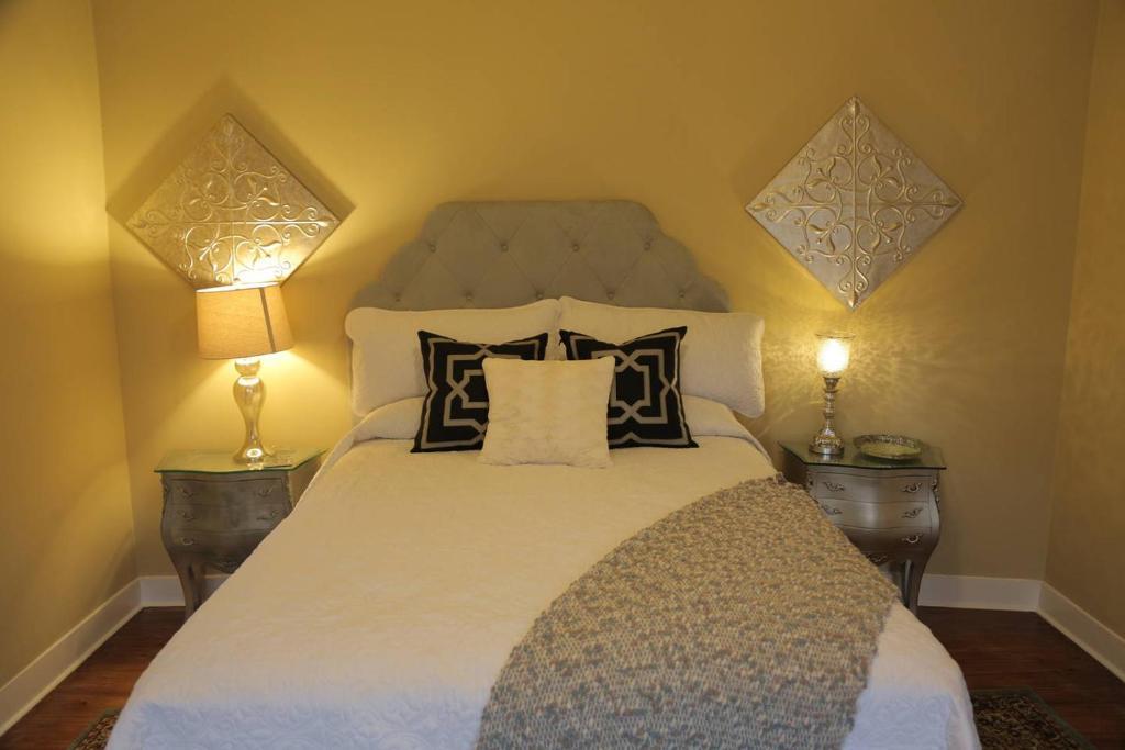 2 Bedroom Apartment On Ursulines Avenue N Orleans New Orleans Informationen Und Buchungen