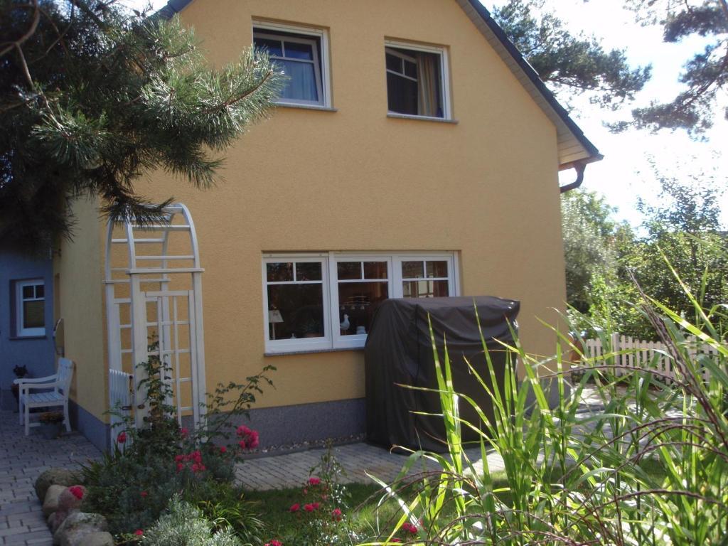 Casa de temporada doppelhaush lfte weinrich alemanha - Gartengestaltung doppelhaushalfte bilder ...