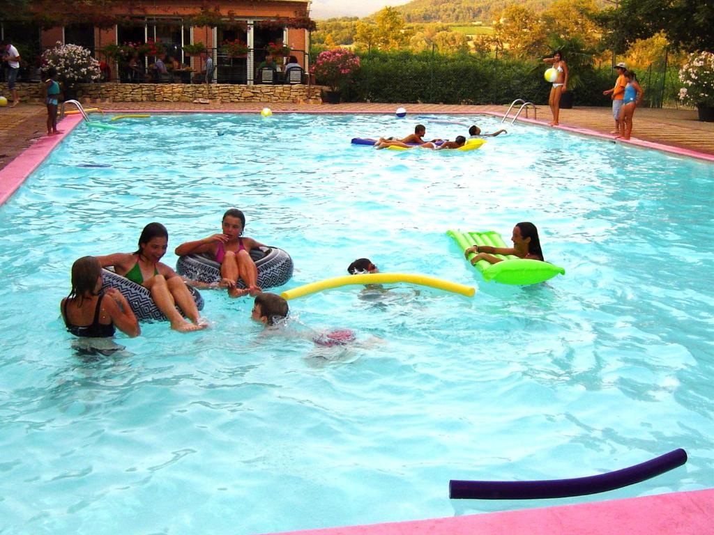 Domaine les ch nes blancs camping saint saturnin l s for Camping vaucluse piscine