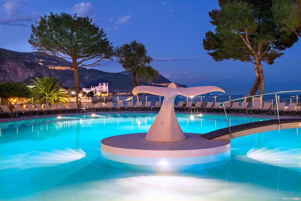 Club vacances bleues delcloy saint jean cap ferrat for Club piscine super fitness st jean sur richelieu