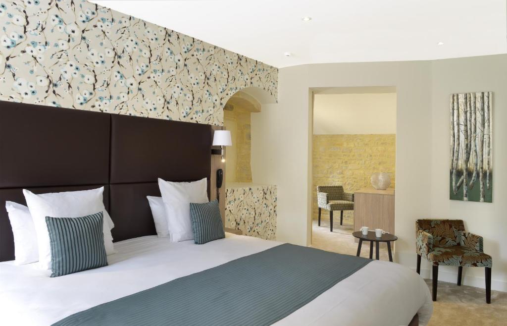 la maison de mathilde bayeux book your hotel with viamichelin. Black Bedroom Furniture Sets. Home Design Ideas