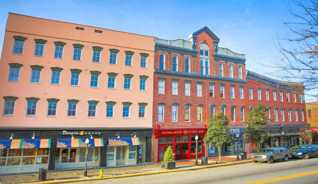 Condo hotel the grant two bedroom broughton street 201 Hotels with 2 bedroom suites in savannah ga