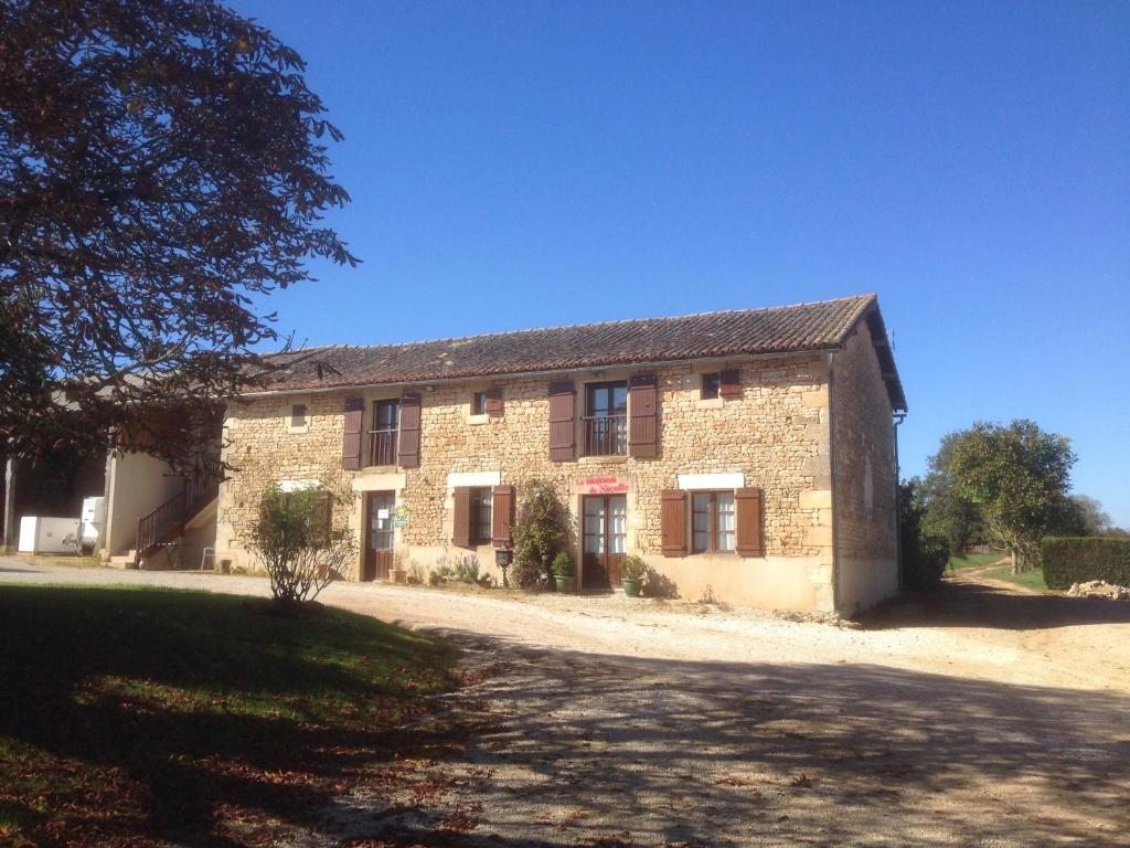 Chambres d 39 h tes du puy d 39 anch ruffec online booking for Chambre hote booking
