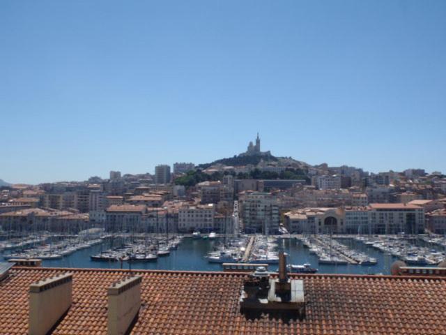 Appartement rue de la loge vieux port locations de - Location vacances marseille vieux port ...