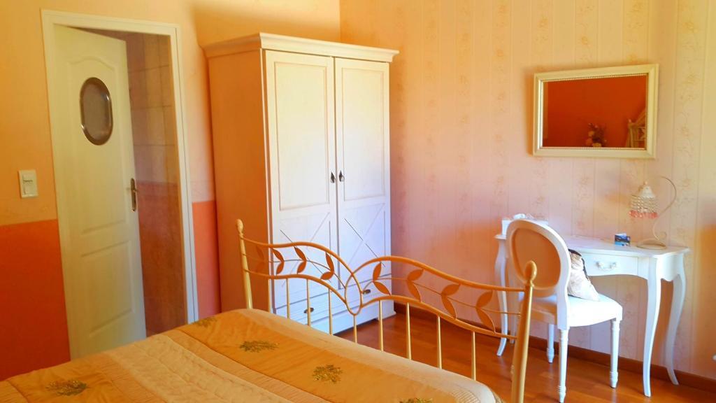 Chambres d'hôtes Domaine de la Dame Blanche  Chambres d'hôtes à Sior