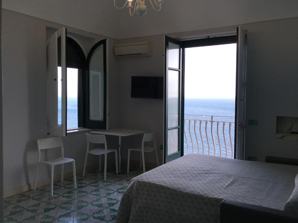 Apartments amalfi design sea view cava de 39 tirreni for Apartments amalfi