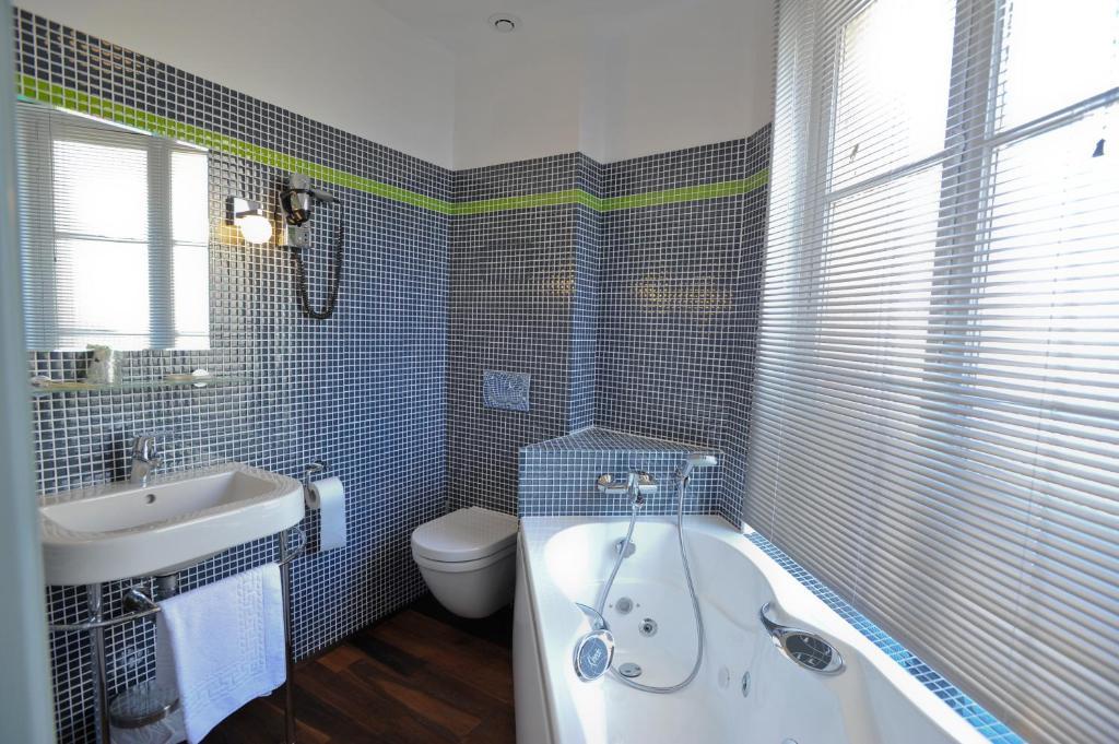 Hotel le rayon vert tretat - Hotel etretat piscine interieure ...