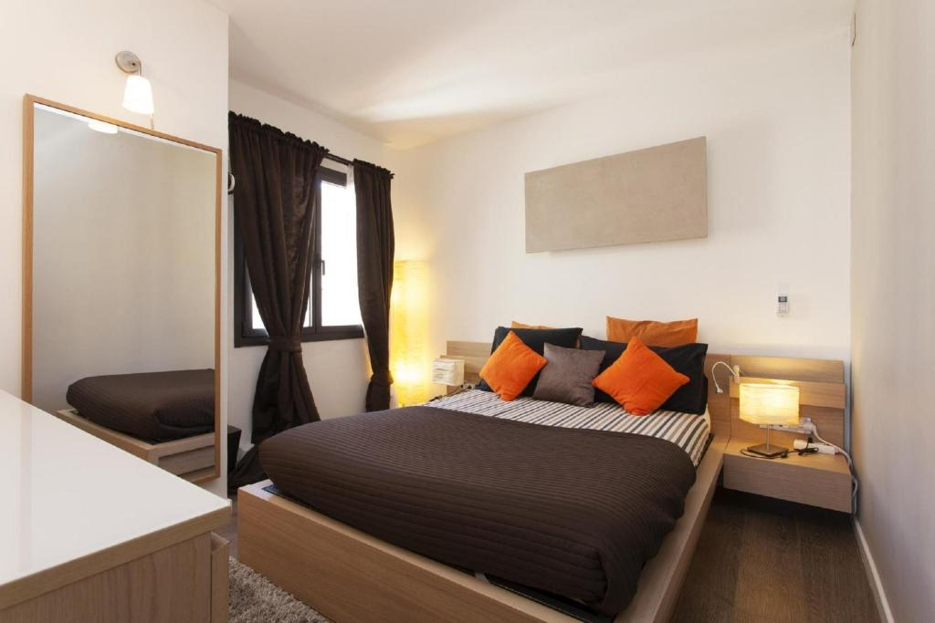 Apartment attic terrace montju c apartment in barcelona - Setting up an attic apartment ...