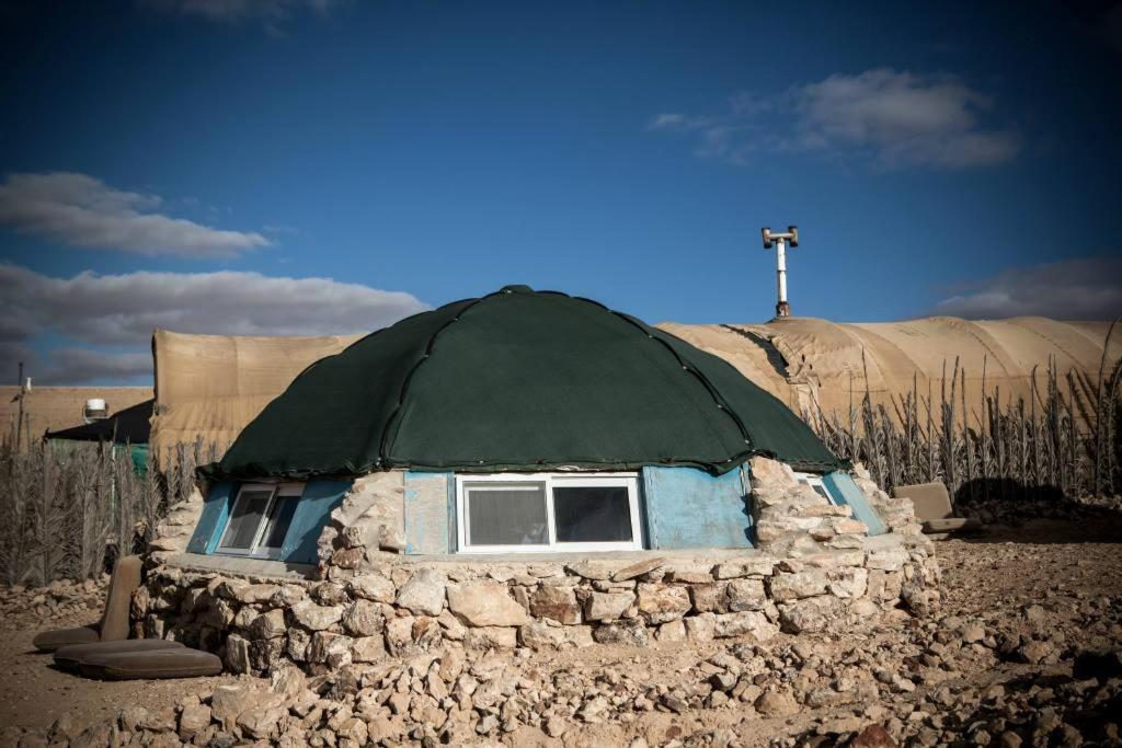 הבניין של האוהלים המפוארים